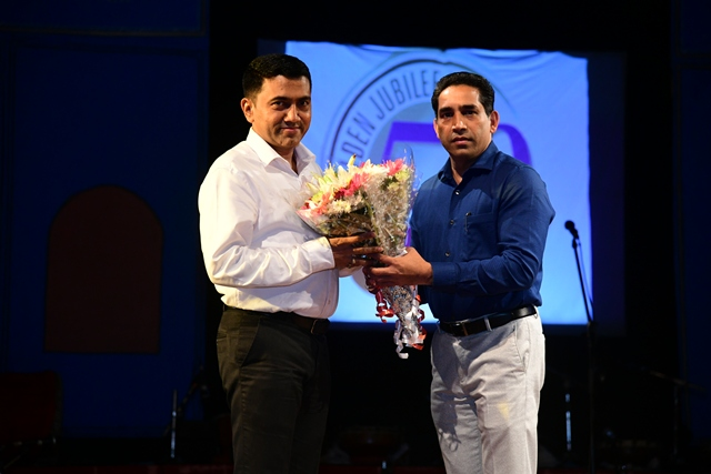 Chairman welcoming Chief Minister of Goa, Shri. Pramod Sawant