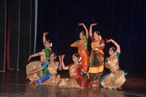 Padmini Dorairajan & Group performing Bharatanatyam